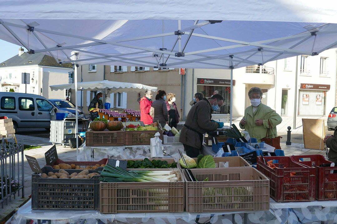 Marché de Pruniers en Sologne